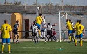 Juanjo Torres intenta cabecear ante Zamora | Manuel Zapata
