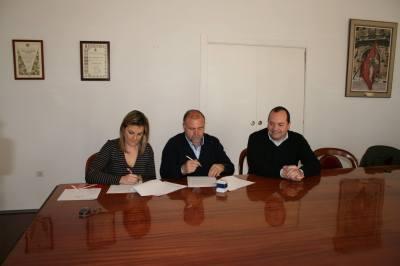Momento de la firma del acuerdo | Baeza CF