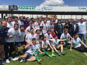El equipo celebra en Martos | Atlético Mancha Real