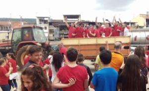 El CD Arquillos celebra en un tractor su campeonato | CD Arquillos