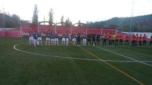 Los equipos se saludan en el partido de ida | CD Torreperogil