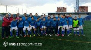 Los jugadores del Linares posaron con una camiseta conmemorativa del título | Linares Deportivo
