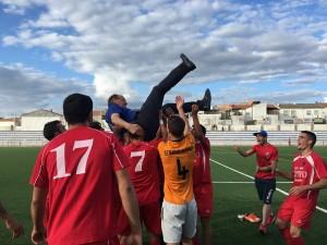 Paco Sabiote acabó manteado por sus futbolistas | UD Guarromán