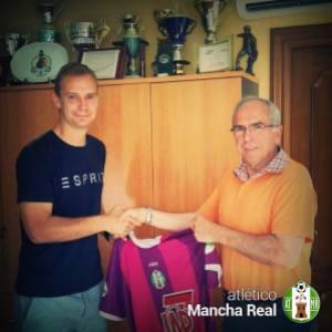 Emilio estrecha la mano con el presidente | Atlético Mancha Real