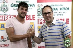 José Domingo estrecha su mano con Gómez Romero | Úbeda Viva