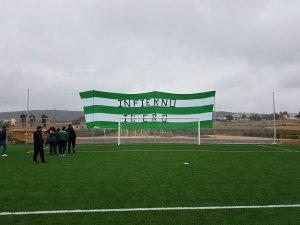Esta enorme bandera presidió el partido | Frente Alkuza