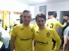 Chaquetas (a la izquierda) posa con Antonio Fco   Begíjar CF